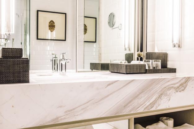 stilrent badeværelse