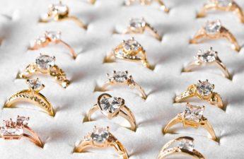 ringe og smykker