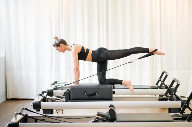 kvinde dyker reformer træning